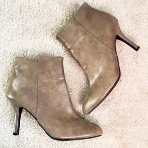 🆕CHINESE LAUNDRY Leather Taupe Ankle Booties